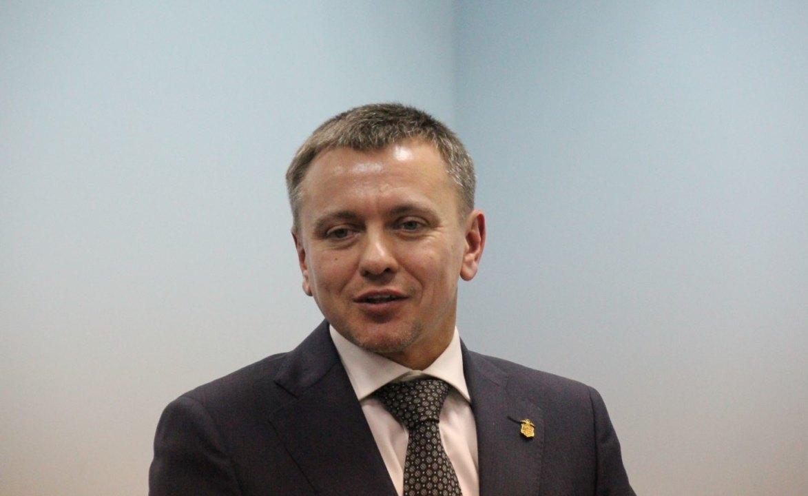 Едва ли не самый молодой из членов попечительского совета НГУЭУ Вячеслав Брюханов избран его председателем.