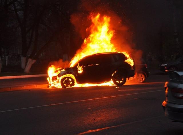 Взорванная Toyota RAV-4.