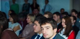 Никита Слесаренко (на фото справа) активо развивает направление «фрирайд»-туров в Шерегеше и за его пределами. Фото оргкомитета «Молодых миллионеров Сибири»