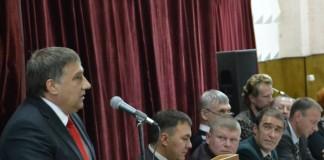 Сергей Овчинников (четвертый слева) и другие кандидаты в мэры Бердска