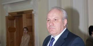 Глава Хакасии Виктор Зимин заверил коллегу из Тувы Шолбана Кара-оола, что проверит заявления о невыплате зарплат строителям домов для погорельцев Хакасии.