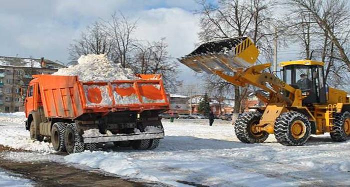 На минувших выходных новосибирские дорожники за две смены вывезли с улиц 21,6 тыс. кубометров снега.
