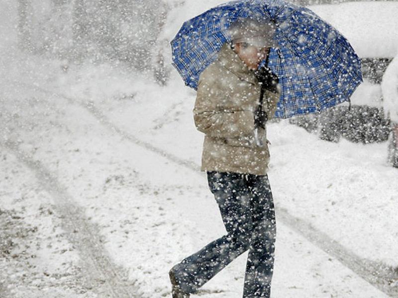 На выходных 19-20 декабря в Новосибирской и Кемеровской областях, а также в республике Алтай и Алтайском крае синоптики ожидают мокрого снега и похолодания.