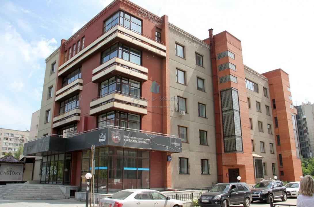 На продажу выставлены площади на первом и цокольном этажах жилого дома по ул. Ядринцевской.