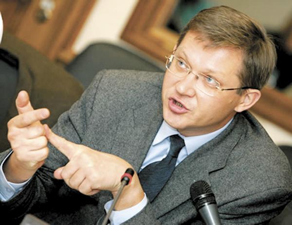 Оппозиционер Владимир Рыжков рассматривает возможность выдвинуться в депутаты ГД по одному из округов Алтайского края, но отмечает нехватку финансирования.
