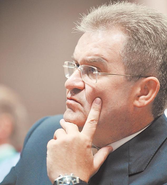 Бывший управляющий директор САХО Вадим Григорьев, находясь под подпиской о невыезде, пропал из поля зрения суда и был объявлен в розыск.