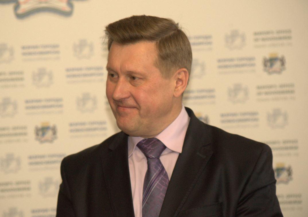 Мэр Новосибирска Анатолий Локоть с удовлетворением отметил рост новосибирской «оборонки», но призвал уделить особое внимание гражданской промышленности.