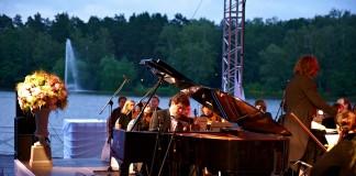 Денис Мацуев (за роялем) подарит Иркутску на день города один из симфонических опен-эйров, которые уже стали привычными для столицы.
