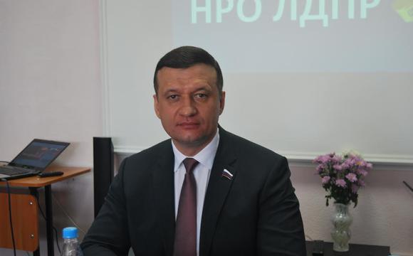 С большой долей вероятности баллотироваться от Новосибирской области будет депутат Госдумы Дмитрий Савельев, сейчас представляющий в нижней палате парламента Кемеровскую и Томскую области Фото ldpr.ru