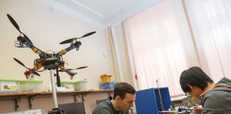 Если студентам ТПУ удастся заставить квадрокоптер «падать» с заданной скоростью, у России может появиться уникальная система «прилунения» космических аппаратов.