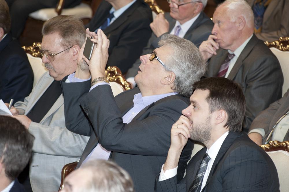 Николай Сурков (крайний справа) возглавил совет директоров АИР в 2014, когда у него был депутатский мандат