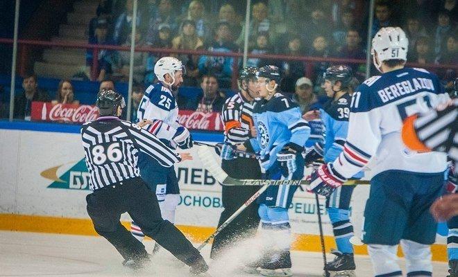 ХК «Сибирь» настаивает, что выиграть во вчерашнем матче соперникам позволила лишь грубейшая судейская ошибка.