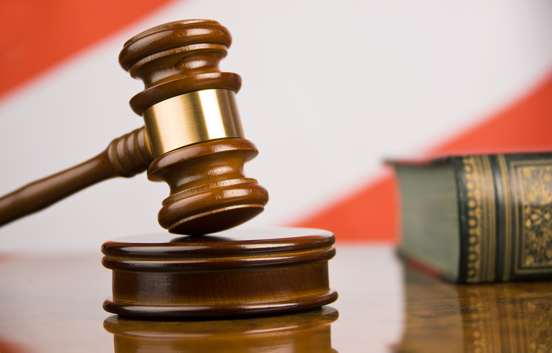 Обвиняемому вполучении взятки красноярскому депутату продлили арест