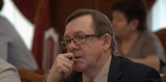 Вице-спикер заксобрания Новосибирской области Владимир Карпов обратил внимание участников заседания на то, что чем больше устанавливается ограничений, тем больше случается нарушений