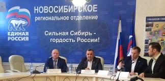 Валерий Ильенко (второй слева) рассказал, что 22 мая в Новосибирской области откроется около четырех сотен участков, где можно будет проголосовать за потенциальных кандидатов от партии в Госдуму