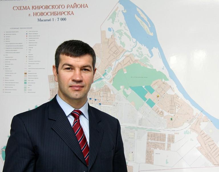 Глава Первомайского района Алексей Васильев владеет отечественным автомобилем «ВАЗ 21120»