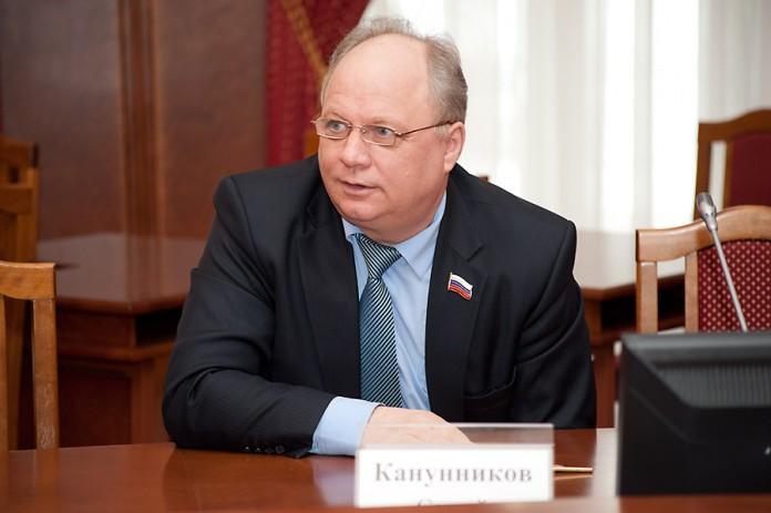 Если говорить о чиновниках, чьи декларации на данный момент доступны, больше мэра из муниципальных служащих заработал руководитель Центрального округа Новосибирска Сергей Канунников