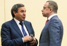 Юрий Петухов (справа) — не член ЕР, но он — первый заместитель Владимира Городецкого (слева), главного представителем партии власти в Новосибирской области и ему отвечать перед федеральной властью за результаты выборов на территории