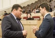 социальный вице-губернатор Новосибирской области Александр Титков и областной министр финансов и налоговой политики Виталий Голубенко