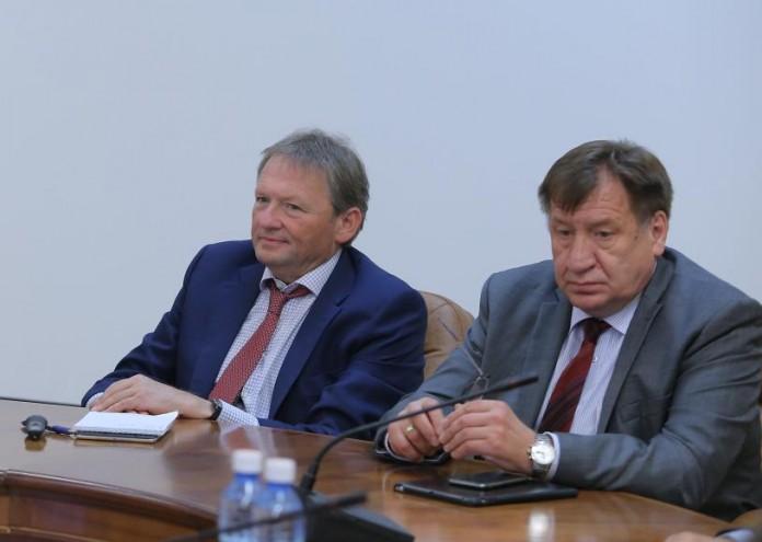 Борис Титов (слева) вместе с Иваном Стариковым (справа) посетили Новосибирск, где встретились с научным и бизнес-сообществом