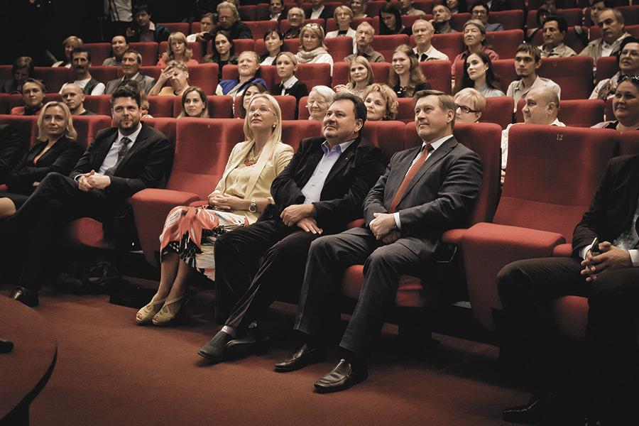 Мэр Новосибирска Анатолий Локоть (справа) также посетил церемонию открытия