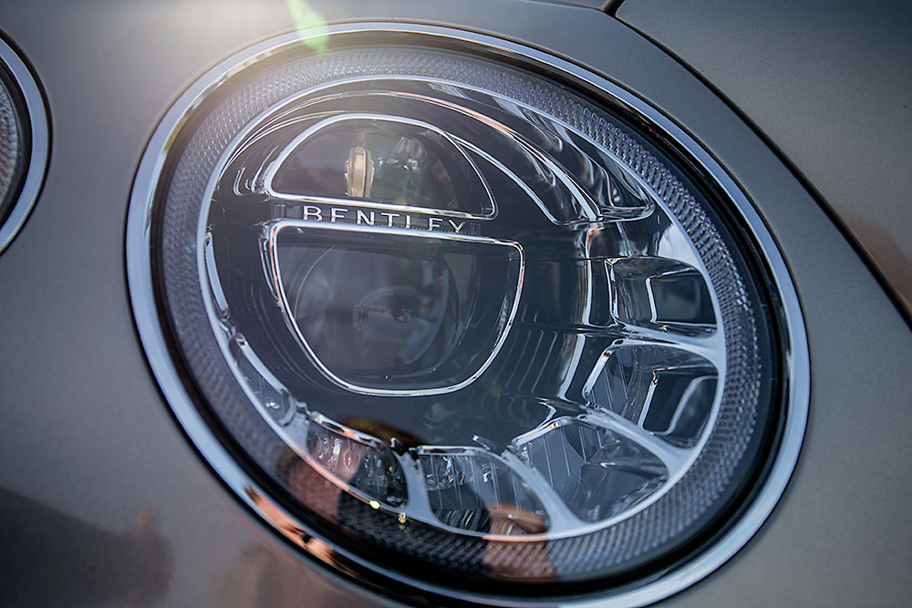 Миниатюра для: В Новосибирске продемонстрировали модельный ряд Bentley