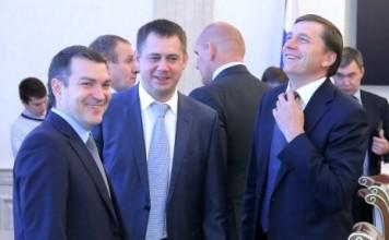 Победители на выборах в Госдуму на одномандатных округах в Новосибирской области предоставили в избирком документы об отказе от должностей, которые они занимали до и во время избирательной кампании