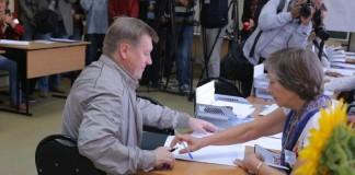 Анатолий Локоть на выборах
