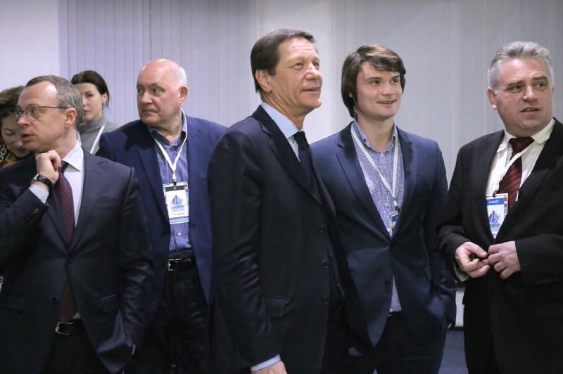 Аркадий Дворкович пообещал трем проектам программы реиндустриализации экономики НСО государственную поддержку