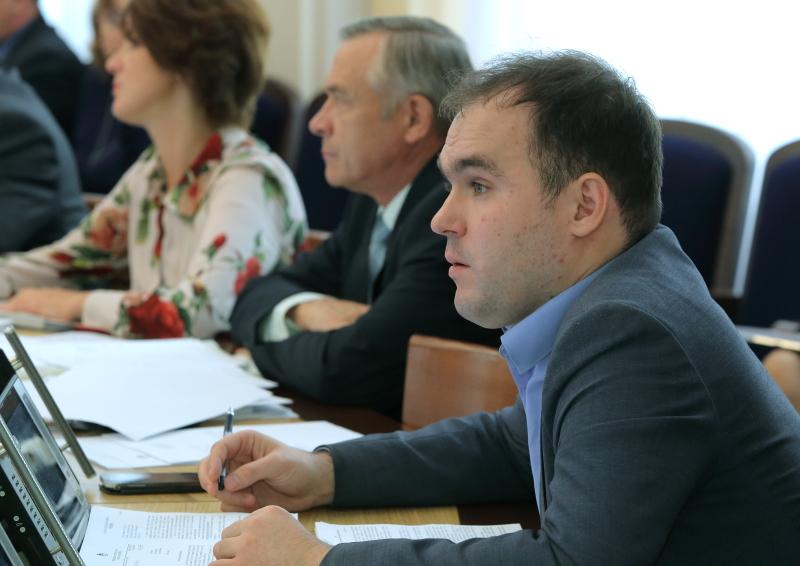 Александр Бурмистров собирается покинуть комиссию по наказам, чтобы попасть в комиссию по муниципальной собственности