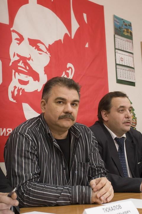 В коммунистических кругах говорят, что между однопартийцами Ренатом Сулеймановым (справа) и Валерием Науменко (слева) — не самые теплые отношения. А Валерий Науменко даже не против того, чтобы обсудить вопрос о смене руководителя фракции КПРФ в горсовете