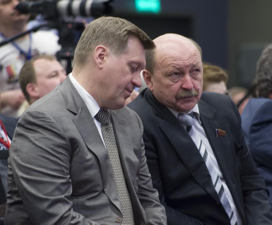 Александр Абалаков и Анатолий Локоть (справа налево)