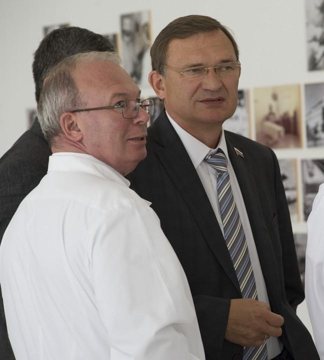 Сергей Дорофеев (справа)