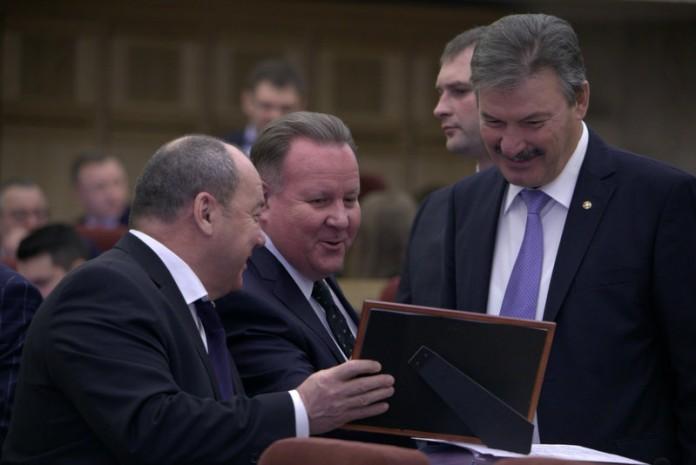 Игорь Шмидт (в центре)