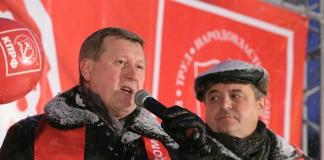Первый секретарь обкома КПРФ, мэр Новосибирска Анатолий Локоть (слева) в кадровых вопросах щепитилен. Тем более по отношению к своим давним и ближайшим соратникам, в число которых, безусловно, входит Ренат Сулейманов (справа)