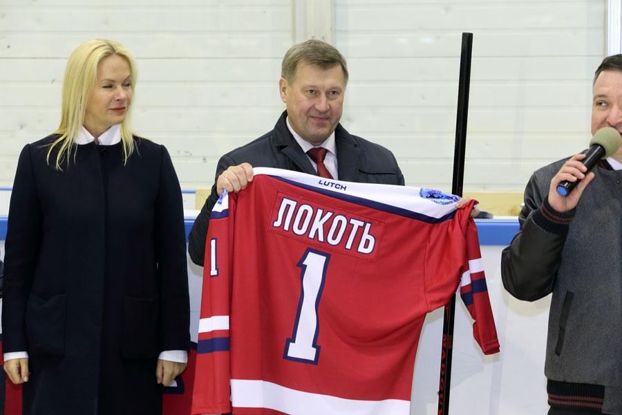 Церемония открытия первенства города по хоккею