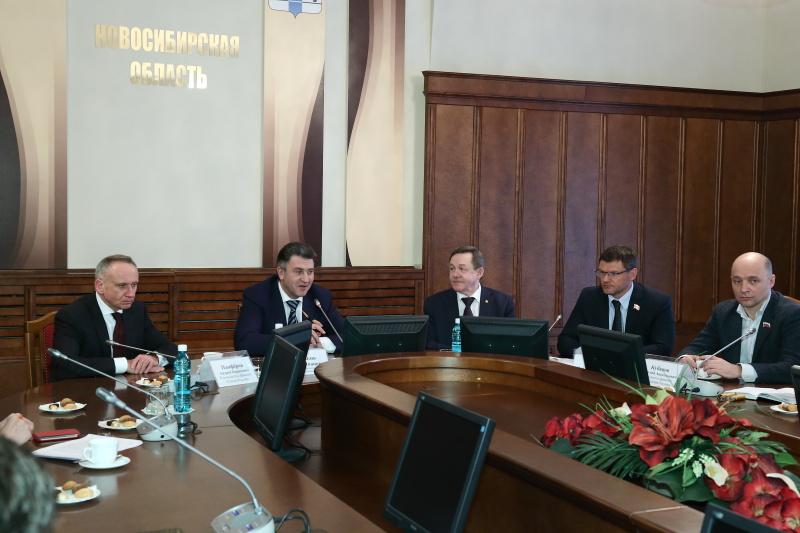 В заксобрании Новосибирской обалсти прошла совместная пресс-конференция спикера с руководителями всех фракций