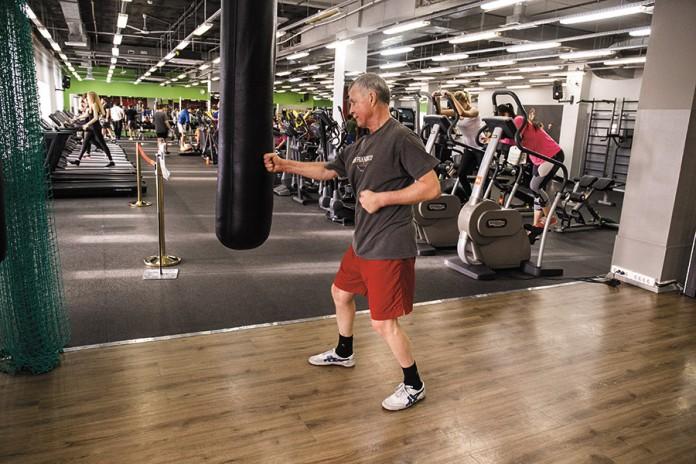 Батутные центры, школы бега составили конкуренцию классическим фитнес-центрам,