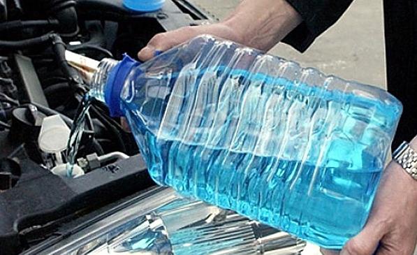Миниатюра для: Более 3 тыс литров жидкости с метанолом изъято в Красноярском крае