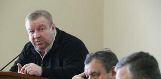 Юрий Алексеевский (крайний слева) усомнился, что обустройство велодорожек — актуальная проблема, пока в городе недостаточно тротуаров для свободного прохода пещеходов