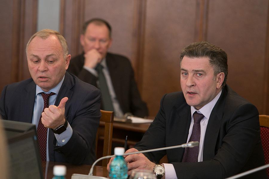Владимир Знатков и Андрей Шимкив (слева и справа)