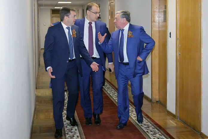 Члены строительного комитета после голосования Евгений Покровский, Иван Сидоренко, Дмитрий Козловский (справа налево)