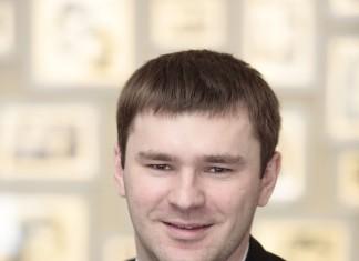 Денис Колов