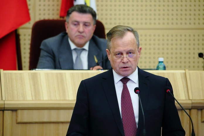 Перед депутатами выступил руководитель Технопарка Владимир Никонов (на переднем плане)