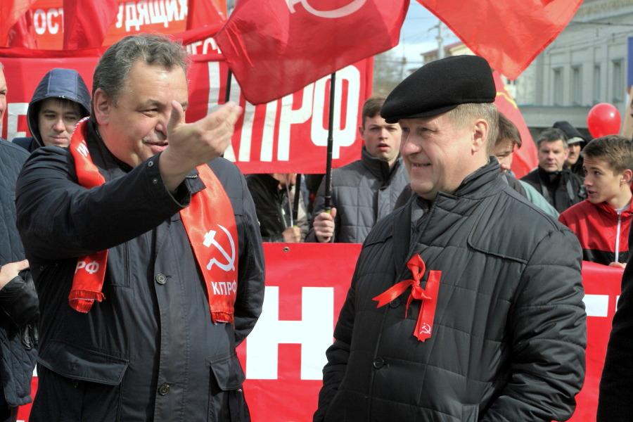 Члены ЦК КПРФ Анатолий Локоть и Ренат Сулейманов (справа налево)