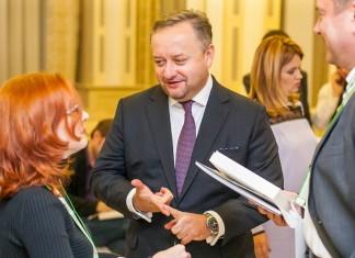 Глава марки Audi в России Любомир Найман (в центре) сделал выбор в пользу московского «Автомира»