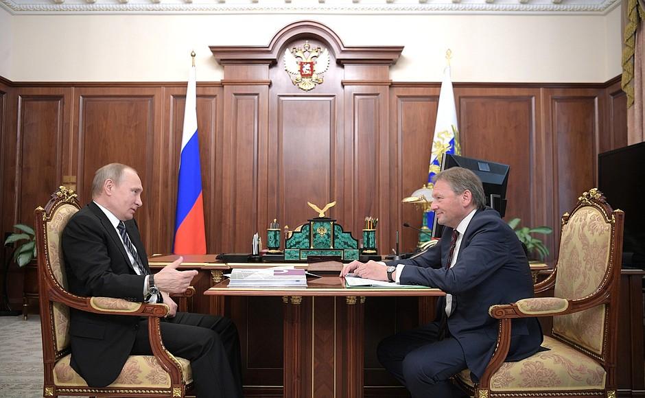 Путину поведали опроблемах сноса павильонов вКрасноярске