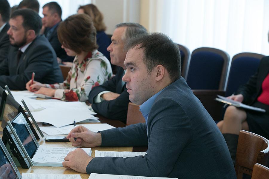 Депутаты горсовета Новосибирска. На переднем плане — Александр Бурмистров