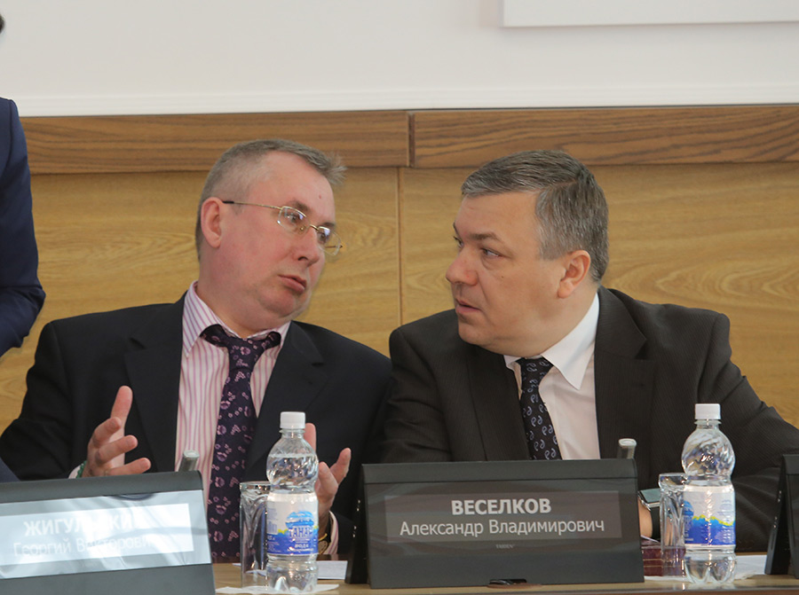 Экономический блок мэрии Новосибирска представляют первый вице-мэр Борис Буреев и начальник департамента финансов и налоговой политики мэрии Александр Веселков