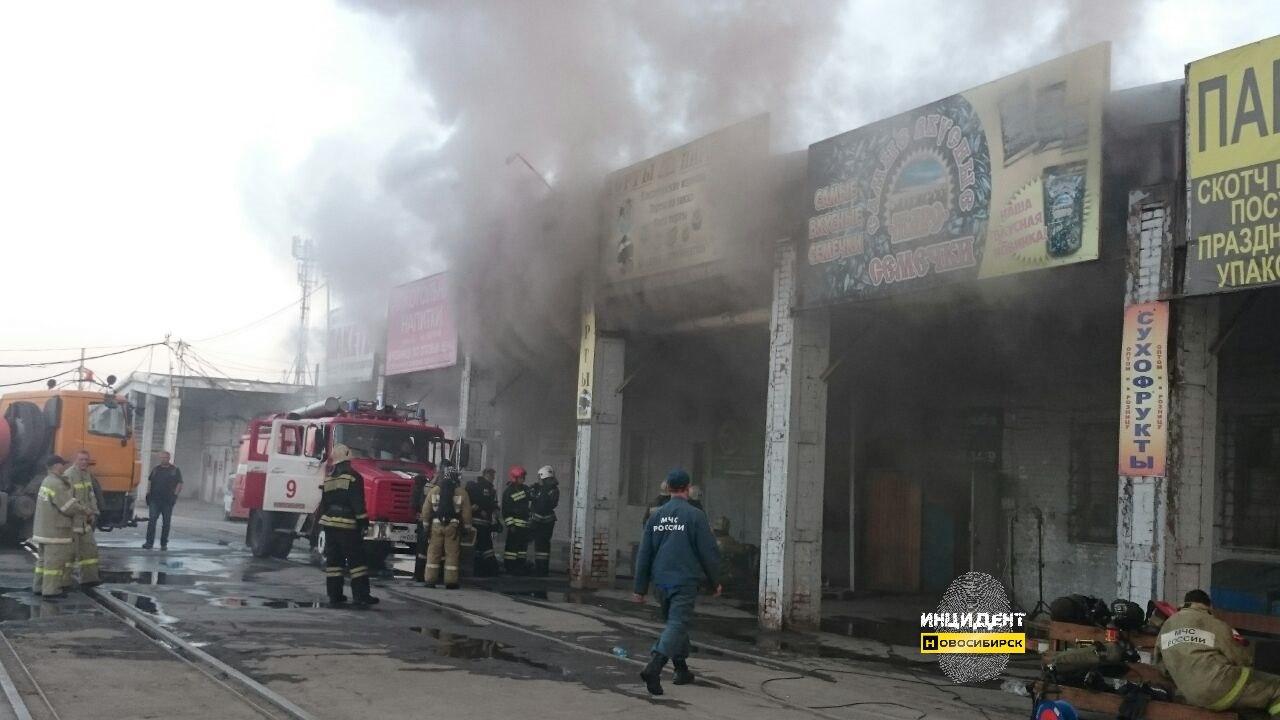 ВНовосибирске сгорел склад спродуктами питания торгового дома «Левобережный»